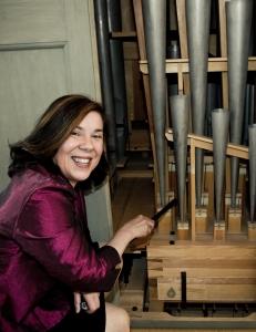 Mary Ljungquist Hén vid orgeln i slottskyrkan