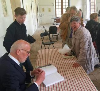 Karl Johan Eklund signerar - Christopher Gessner