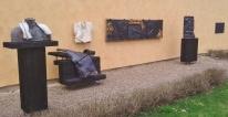 Hillfons verk och längst till höger minnestavlan - Foto: Gunnar Larsson