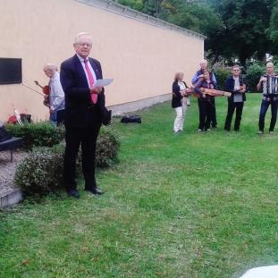 Louis de Geer talar vid invigningen. T v Karl Johan Eklund, t h Allan Lundvall. - Foto: Gunnar Larsson