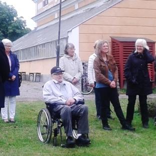 Allan Lundvall talar vid invigningen. - Foto: Gunnar Larsson