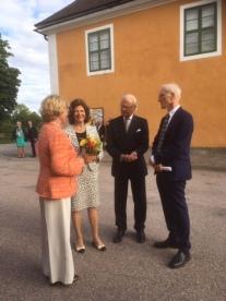 3. Kungaparet samtalar med ordförande Yvonne Berger och vice ordförande Lars Ekholm.Foto: Sue Robertson